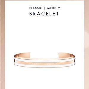 Daniel Wellington bracelet cuff